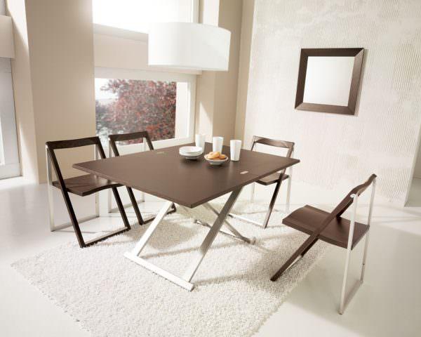 Складные стулья весьма экономят пространство