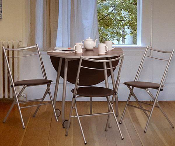 Причем не обязательно такое изделие будет тяжеловесным или громоздким, современные технологии позволяют делать надежные складные стулья с комфортной массой.