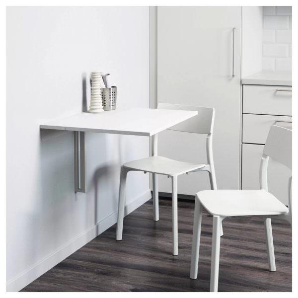 Пластиковые стулья обычно не сильно уступают по прочности, они имеют важное преимущество – большой выбор моделей.