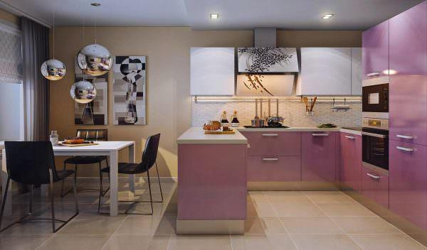 При оформлении кухни первостепенную роль играет правильное сочетание цветов.