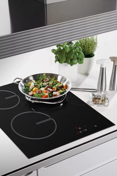 Все тепло направляется исключительно на целевую емкость, что позволяет намного быстрее приготовить пищу.