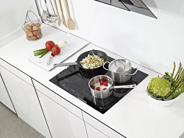 Чтобы контролировать весь процесс приготовления пищи, сверху есть панель управления.