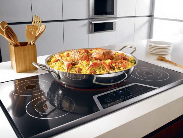Так получается нагреть пищу или воду намного быстрее, чем на плитах другого типа, что говорит о высоких энергетических показателях.