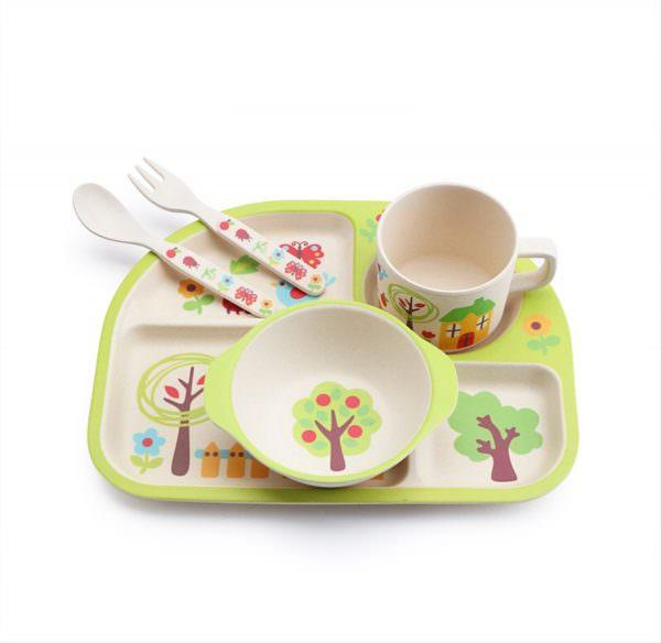 Бамбуковую посуду нельзя использовать в печи из-за способности древесины отлично впитывать воду.