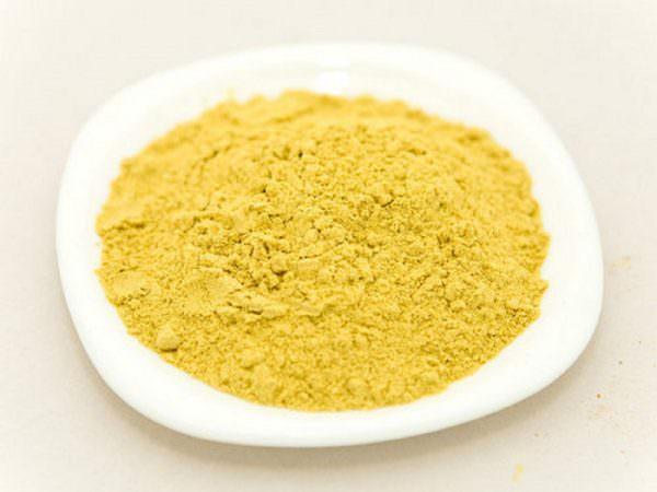 Для чистки эмалированного изделия или из нержавеющей стали можно использовать горчичный порошок.