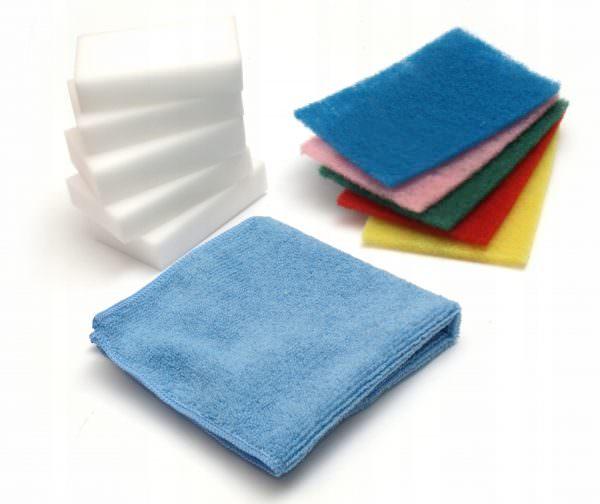 Для очистки варочной поверхности пригодятся мягкие губки и тряпочки.