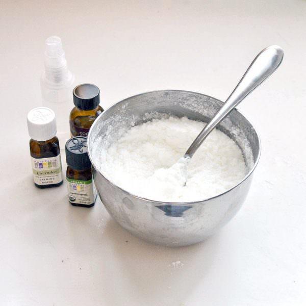 Данный раствор очень прост и безопасен в применении, но он очень эффективно снимает грязь и жир.