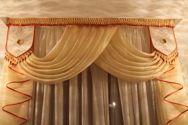 Помимо практичности и функциональности, шторы должны подчеркивать стилистическое оформление интерьера.