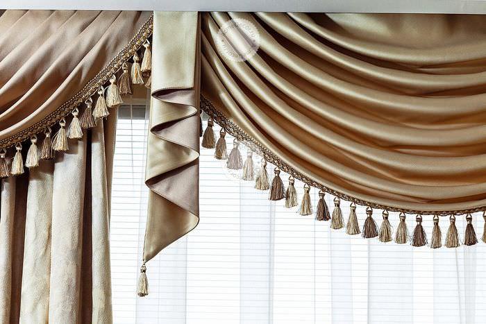 Красивые ламбрекены и шторы фото или дом