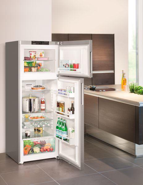 Если дизайн агрегата не подходит под интерьер кухонного пространства, то его дверцы легко перевесить.