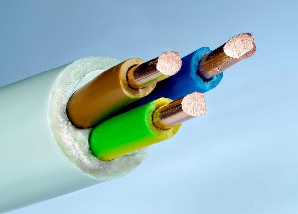 Если устанавливаются шкафы с большей мощностью, нужно использовать кабель с сечением 4мм2.