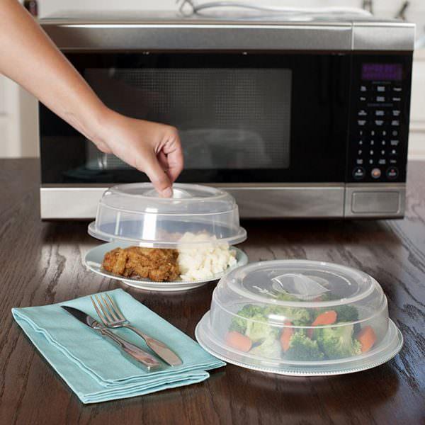 От правильного выбора посуды для микроволновки будет зависеть качество и полезность пищи, а также долговечность работы техники и кухонной утвари.