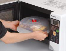 . Учитывая особенности воздействия микроволновой печи на разные материалы, не каждую посуду можно ставить в микроволновку.
