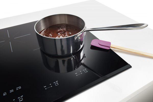 По сравнению со своими газовыми или электрическими аналогами, индукционные плиты обладают многими преимуществами, они экономичны, безопасны и очень удобны