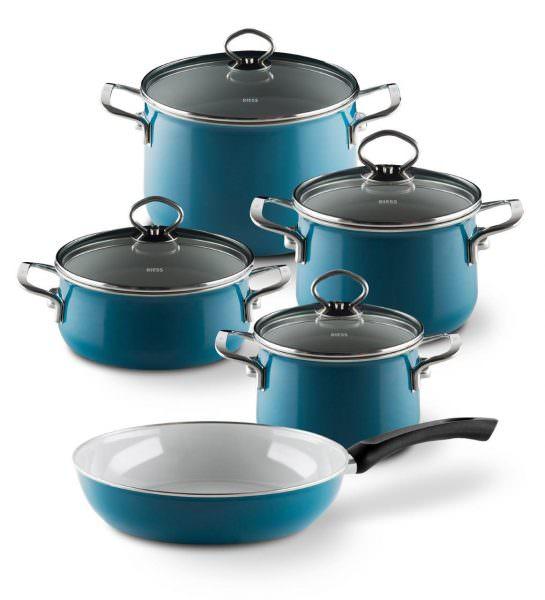 Слой эмали достаточно хрупкий. Если на дне посуды появятся сколы, она станет непригодной для использования.