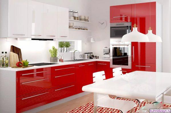 Современная красно-белая кухня, отлично вписывается в комнату любого размера.