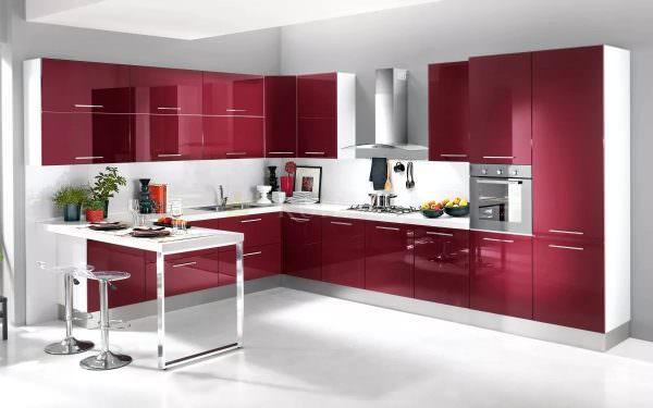 Кухонные гарнитуры смотрятся очень торжественно и вместе с тем весьма уютно.