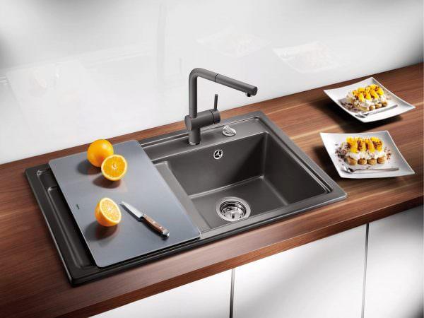 Согласно фэн-шуй, плита, раковина и холодильник должны быть расположены по диагонали друг от друга