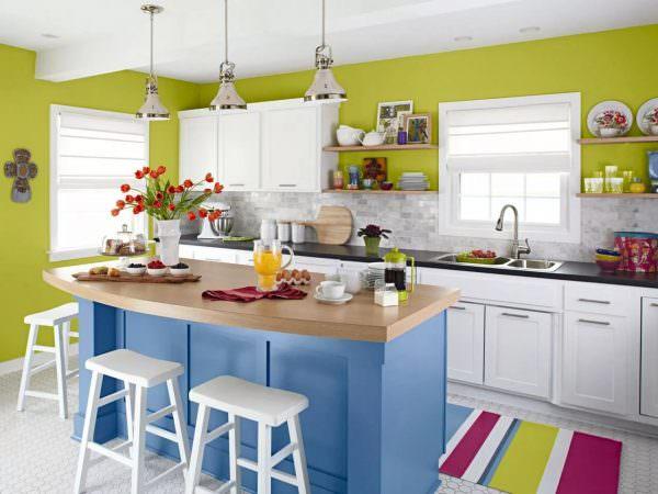 Зеленый цвет кухни по фен шуй подойдет в сочетании с желтым.