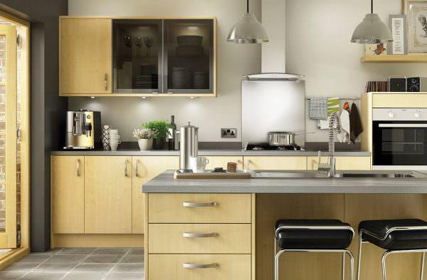 Красивый желто-зеленый цвет кухни очень успокаивающий, солидный и спокойный.