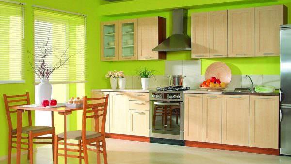 Комбинируйте желтый цвет подсолнуха с зеленым для цветового баланса.
