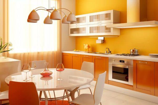 Теплые, стимулирующие оттенки обоев на кухне красного и оранжевого спектра усиливают аппетит.