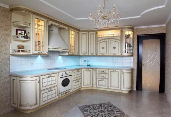 В помещениях, где используется мебель с патиной, будет уместна классика или прованс.