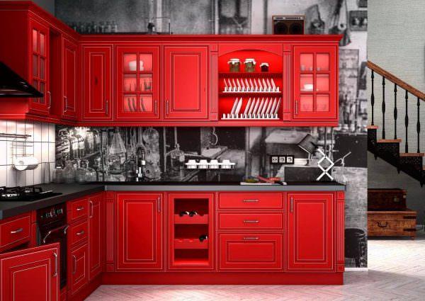 Кухни в светлых тонах с патиной дает возможность создавать интересные варианты.