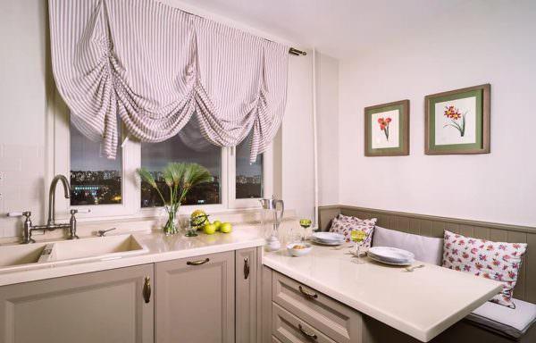 Таким образом, во всем многообразии фасонов и видов штор для кухни, важно определиться и выбрать именно тот вариант, который будет гармонично смотреться в вашем интерьере.