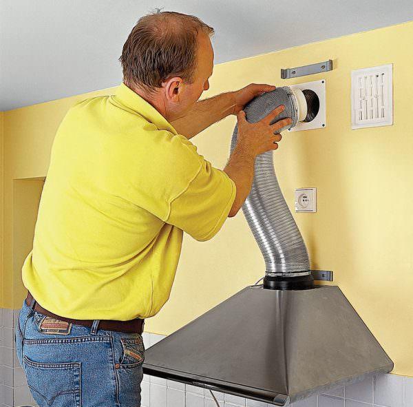 Каждый вид вытяжного кухонного устройства имеет свои особенности в установке.