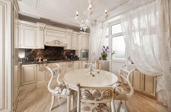 Светлая кухня - это всегда элегантно и красиво.