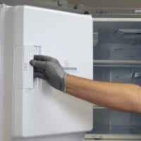 Как поменять местами дверцу холодильника на другую сторону