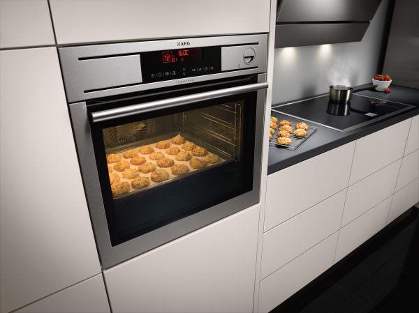 Многие производители кухонной мебели проектируют места для встраиваемой техники согласно всем стандартам.