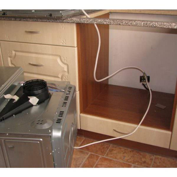 Поэтому установку газового шкафа рекомендуется проводить с помощью специалиста, чтобы не допустить утечки газа, а в результате пожара.