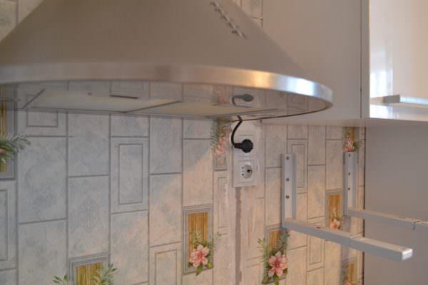 В случае отсутствия возможности использования вышеизложенных способов, можно провести отдельную линию от электрощита к вентиляционному устройству.
