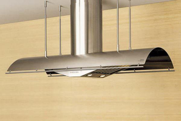 Для плоской кухонной вытяжки не требуется монтажа воздуховода, т.к. чистит воздух и возвращает его в помещение