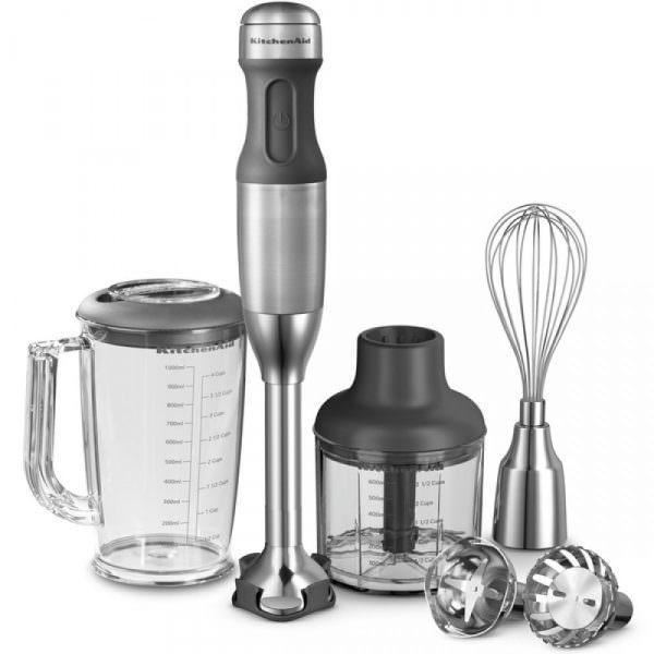 Ручной блендер имеет много различных насадок: нож универсальный, венчик для взбивания, насадки для дробления льда, различные терки, насадка для пюре и замешивания теста.