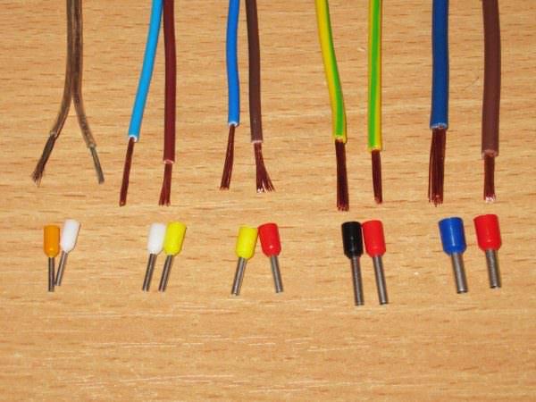Необходимо проверить где расположен какой провод в клеммной колодке.