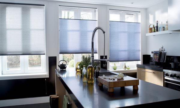 Шторы могут быть изготовлены на каждую отдельную раму окна или на все окно сразу.