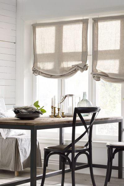 Римскую штору своими руками сделать немного проще, чем классическую портьеру.