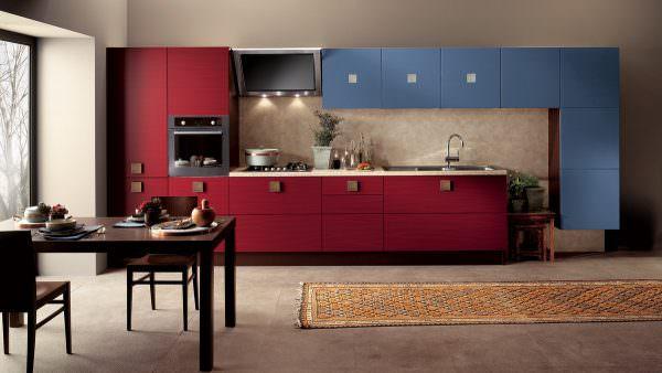 Два полностью противоположных цвета создают наиболее динамичное оформление.