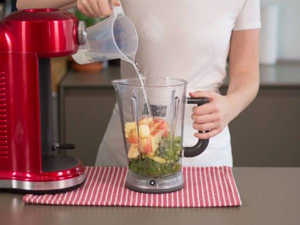 Каким бы мощным не был блендер, он не сможет заменить кухонный комбайн, поэтому лучше не экспериментировать, а соблюдать перечисленные правила.