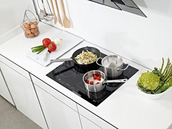 Какая же кухня обойдется без наличия плиты либо отдельной варочной панели?