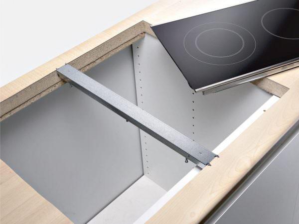 Установка варочной поверхности должна проходить с максимальной точностью и внимательностью к деталям.