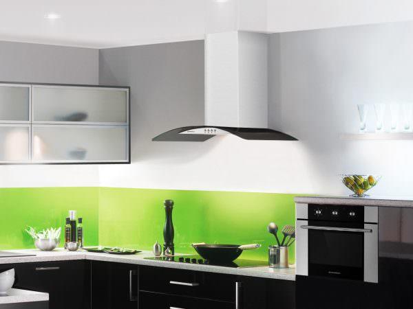 Между кухонными вытяжками и кондиционерами есть существенная разница.