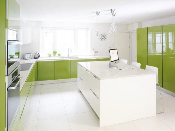 Белые обои визуально увеличивают пространство дома, придавая ему дополнительную чистоту, свежесть.