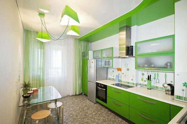Кухня в зеленом цвете идеально будет смотреться на белом фоне.