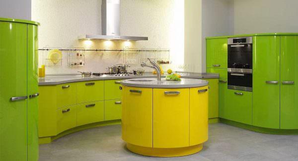 Фасад кухонного гарнитура, отдельные шкафы, часть отделки могут быть зелеными.