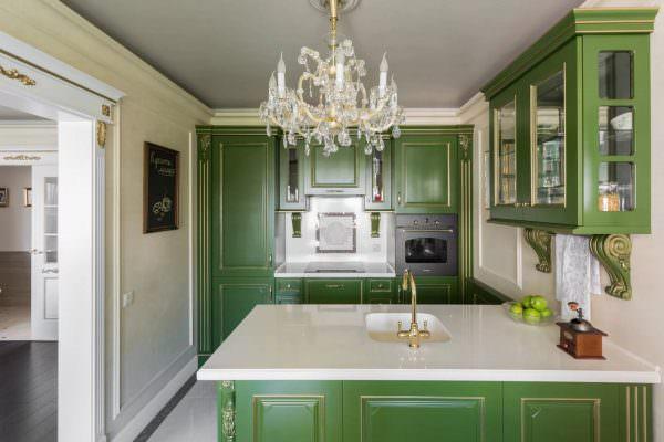 Травяные цвета с белыми элементами интерьера - популярная комбинация.