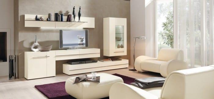 Гостевая комната с аккуратной мебелью в современном стиле